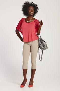 Lace Knit Top /  Haut en tricot avec dentelle coupe jeune