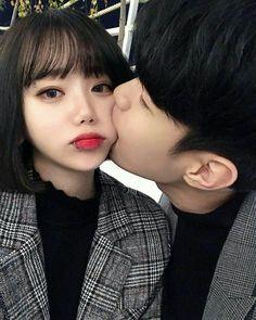 Omg lolol this is so cute Cute Couples Photos, Cute Couple Pictures, Cute Couples Goals, Romantic Couples, Ulzzang Korean Girl, Ulzzang Couple, Ullzang Girls, Couple Goals Cuddling, Korean Best Friends
