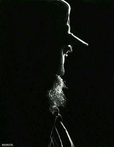 tech ~ Pin en M e n ~ Fidel Castro (August 1926 - November Foto: Baldrich/ Juventud Rebelde. Viva Cuba, Shadow Photos, Havana Cuba, Photo Lighting, Dark Ages, Guerrilla, Revolutionaries, Portrait Art, Cool Photos