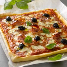 Découvrez la recette de la pizza facile Pizza Buns, Pizza Sandwich, Pizza Cake, Pizza Recipes, Vegetarian Recipes, Snack Recipes, Cooking Recipes, 20 Min, Other Recipes