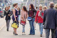 Shopping in Lucerne is amazing - This bags are amazing too! Was denken die Leute, die sich ihre verwirrten Augen reiben um dann einen zweiten Blick wagten, wohl ? Habe ich vom letzten Kinobesuch die 3-D-Brille etwa noch aufbehalten? Erhältlich ist JumpFromPaper im Creativa in Aarau.  #studhalter.org #creativa #jumpfrompaper #handtaschen