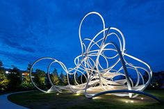 Forest Loops. Escultura arbórea de Suppose Design en Hamakita
