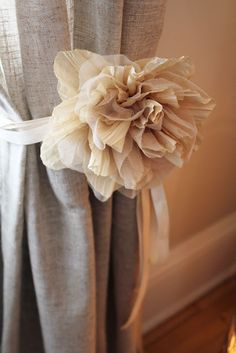 This is EXACTLY what I want to make for an accent on my curtains!! Can't wait to go pick up some fabric and burlap!!   How to make floral tie backs!