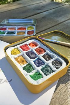 How to make a DIY Portable Watercolor Palette to carry with you - made from small altoid type tins. A pocket-sized travel watercolor paint box.