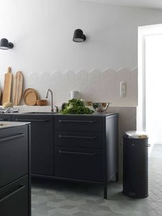 I love the edge detail on this splashback, using unfinished cube shaped tiles. French farmhouse kitchen with black steel cabinets from Vipp Kitchen Drawing, Kitchen Inspirations, Scandinavian Kitchen, Kitchen Bar, Splashback, Kitchen Remodel, Kitchen Countertops, French Farmhouse Kitchen, Home Kitchens
