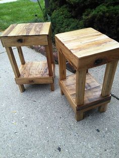 Pallet Stools – Bar Stools Made from Pallets