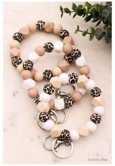 Diy Jewelry, Beaded Jewelry, Handmade Jewelry, Beaded Bracelets, Jewelry Making, Handmade Keychains, Silicone Bracelets, Teething Beads, Teething Necklace