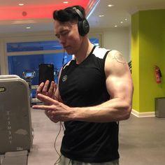 Get your sweat on! Kevin Durand, Gym Body, Happy Weekend, Selfie, Actors, Grinding, Guys, Instagram Posts, Fitness