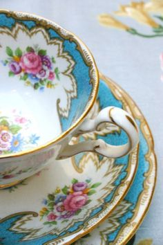 I am a complete sucker for vintage crockery especially when it is this pretty.