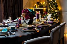 The festive season isn't just about the big day itself, there are numerous opportunities throughout the holidays for parties and gatherings which is what makes Christmas the busiest time of the year. From the sleekest of cocktail parties to intimate and relaxed family gatherings, each type of festive event calls for different styling, so The LuxPad takes a look at how to create four festive party looks with Amara's Christmas trends…