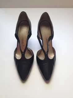 Carissa Pointy Toe Pumps High Heel Black Leather 1990s by Fouffete