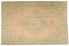 Colored Vintagetepper er laget av eldre tyrkiske tepper som er minst 20–50 år gamle. Hvert teppe velges nøye ut og gjennomgår en unik prosess med fargenøytralisering før det blir farget over i en spennende ny farge.