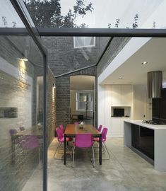 """Glazed extension London-based architects Platform 5 have been awarded the first prize in the refurbishment competition """"Don't Move, Improve"""" for their extension to a Victorian terraced house in Hackney, Lond. Victorian Terrace House, Victorian Homes, Kitchen Extension Victorian Terrace, Kitchen Extension Terraced House, Cottage Extension, Design Patio, House Design, Patio Interior, Interior Design"""