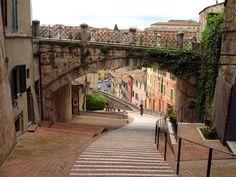 Perugia: città d'arte ricca di storia e monumenti, è un polo culturale ed economico della regione e meta di turisti e studenti. Da non perdere l'Eurochocolate 2012 dal 19 al 28 ottobre 2012.  http://www.bbplanet.it/dormire/perugia/