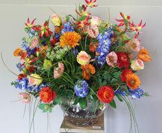 Barok bloemwerk, erg knallend. de bloemen individueel ook erg aanwezig