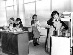 A Kirkton High School domestic science class in 1960.