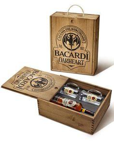Rum Bacardi Oakheart (Il kit con due boccali è in edizione limitata e si può richiedere su estore.martini.com).