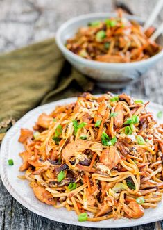 Schmeisst den Wok an! Geniale Wok-Rezepte If you would like to secure a 6 bunch, Wok Recipes, Stir Fry Recipes, Noodle Recipes, Asian Recipes, Dinner Recipes, Cooking Recipes, Ethnic Recipes, Delicious Recipes, Lo Mien Recipes