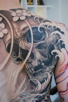 The skull and crossbones tattoo designs are a popular choice for many men and women. Torso Tattoos, Back Tattoos, Body Art Tattoos, Sleeve Tattoos, Japan Tattoo Design, Skull Tattoo Design, Tattoo Designs, Tattoo Ideas, Caveira Mexicana Tattoo
