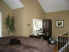 how much to paint a house livingroom1 300x225 House paint colors