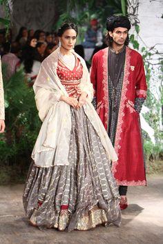 Complete collection: Anju Modi at India Couture Week 2017 Choli Designs, Lehenga Designs, Blouse Designs, Indian Bridal Wear, Indian Wear, Pakistani Bridal, Bridal Lehenga, Indian Style, Indian Dresses