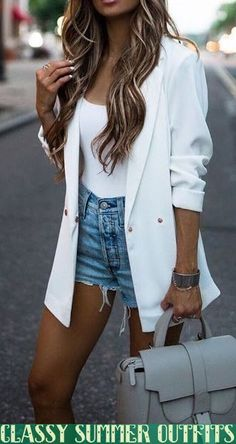Fascinating Summer Shorts Outfits Ideas That Looks Pretty - Some people spend all winter at the gym just so that when summer rolls around, they can show off those gorgeous gams that they worked so hard on. Leather Shorts Outfit, Blazer Outfits Casual, Blazer Fashion, Blazer And Shorts, Fashion Outfits, Fashionable Outfits, Dressy Outfits, Jean Shorts, Womens Fashion