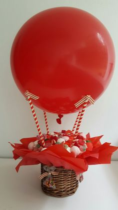 Pin by Lisa Palmer on table decor Valentine Gift Baskets, Valentine's Day Gift Baskets, Valentine Crafts, Valentine Day Gifts, Balloon Decorations Party, Festival Decorations, Balloon Centerpieces, Balloon Box, Balloon Gift
