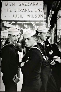 Ah, it's a sailor's life for me! Who HASN'T dreamed of a lusty seaman taking you in his arms? Smothering you with kisses from his salty lips? YES, sailor thirst IS REAL, y'a… Marin Vintage, Vintage Men, Vintage Gentleman, Retro Men, Fashion Vintage, Vintage Sailor, Navy Sailor, Men In Uniform, Military Men