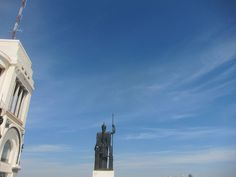Minerva contemplando Madrid desde la Azotea del Círculo de Bellas Artes. Madrid by voces, via Flickr