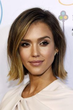 18 Bob Hairstyles for Fine Hair - Haar ideen - Jessica Alba Haar, Jessica Alba Short Hair, Jessica Alba Makeup, Hair Styles 2016, Short Hair Styles, Bob Styles, Longbob Hair, Bob Hairstyles For Fine Hair, Fine Hair Bobs