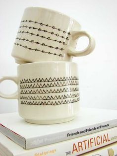 mugs decorated with a porcelain pen.