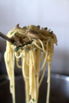Creamy Spaghetti with Mushrooms - Erren's Kitchen- Erren's Kitchen #delicious #recipe #pasta