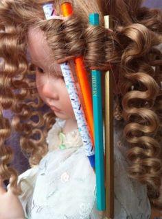 Diy Yarn Doll Hair, Diy Wig, Yarn Dolls, Fabric Dolls, Doll Crafts, Diy Doll, Doll Clothes Patterns, Doll Patterns, Doll Hair Repair