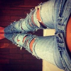 Omigosh! Her legs are perffff and I love her jeans!!