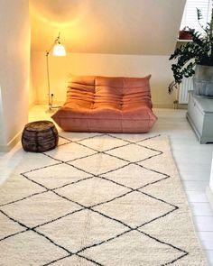 Domingo noche 🕯 #beniouarain Ligne Roset, Dream Apartment, Cool Chairs, Simple House, New Room, Interior Design Inspiration, Girl Room, Vintage Rugs, Decoration