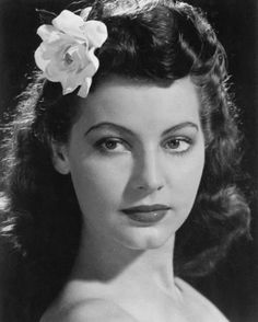 Ava Gardner – the journey to Hollywood Old Hollywood Glamour, Golden Age Of Hollywood, Vintage Glamour, Vintage Hollywood, Hollywood Stars, Vintage Beauty, Classic Hollywood, Hollywood Photo, Hollywood Icons