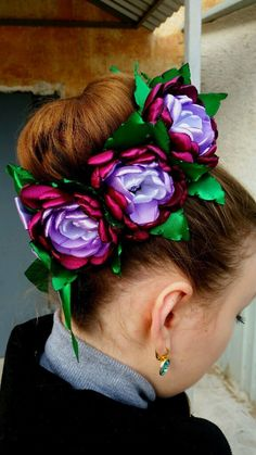 одноклассники Flowers In Hair, Pretty Flowers, Fabric Flowers, Bun Bow, Bun Wrap, Hair Brooch, Kanzashi Flowers, Hair Decorations, Crown Headband