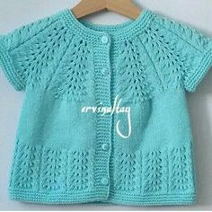 We will be glad when you knitting and share with us. Knitting For Kids, Easy Knitting, Baby Knitting Patterns, Knitting Designs, Cardigan Bebe, Knitted Baby Cardigan, Knit Baby Sweaters, Baby Knits, Baby Girl Vest