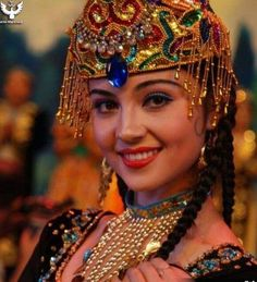 Beauty - is a combination of physical attractiveness, personality, culture, and intelligence that. Fashion Images, Traditional Outfits, Ethnic, Captain Hat, Beautiful Women, Glamour, Culture, Hats, Beauty