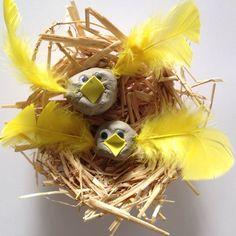 * How to make a birds nest, straw birds nest, homemade birds nest, craft bird nest Fun Crafts For Kids, Arts And Crafts, Bird Nest Craft, Bird Facts, Diy Straw, 2nd Grade Art, Spring Birds, Bird Houses Diy, Bird Book