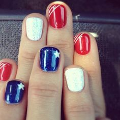 From 'Firework Nail Designs' to 'Fishtail Braid + Stripes' check out this awesome list of nail designs for Independence Day! The of July is the perfect time to unleash your inner sparkle on your nails! Whether you want to don a bedazzled - n July 4th Nails Designs, Holiday Nail Designs, Holiday Nails, Nail Art Designs, 4th Of July Nails Diy, Christmas Nails, Fancy Nails, Love Nails, How To Do Nails