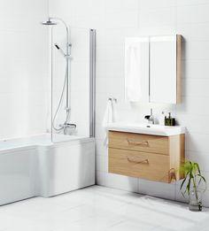 Svedbergsin Forma-mallisto edustaa tulevaisuuden tapaa valita kylpyhuonekalusteet! Valitse alaosan koko, pesuallas ja vetimet sekä täydennä kylyphuoneryhmä yhteensopivalla yläosalla ja sivusäilytyskalusteella. Kuvassa kahdella laatikolla varustettu vaalean tammen värinen alaosa Forma 80x35 Fjord-pesualtaalla.