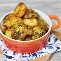 Deze geroosterde aardappelen zijn echt heerlijk. Het originele recept is van Jamie Oliver. Wij vinden deze aardappels erg lekker om bij de stoofperen te eten. 750 gr kruimige aardappelen, geschild …