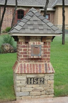 Mailbox, and add a light on top Diy Mailbox, Modern Mailbox, Mailbox Ideas, Stone Mailbox, Antique Mailbox, Unique Mailboxes, Brick Columns, Brick And Stone, Stone Work