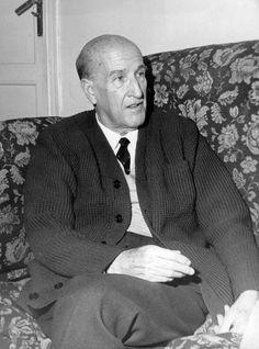 VICENTE ALEIXANDRE. Poeta español considerado uno de los grandes poetas de nuestro país del siglo XX. Perteneciente a la Generación del 27, fue galardonado con el Premio Nobel de Literatura en 1977.