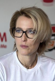 Anonymous said: Do you know if Gillian has ever met Jodie Foster or Billy Bob Thornton? and I found no photographic proof of her meeting Billy. Celebrities With Glasses, Celebrity Glasses, Blonde With Glasses, Rubin Rose, Robin Wright, Gillian Anderson, Sexy Older Women, Grow Out, Cut And Color
