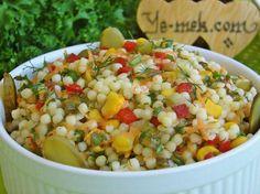 Kuskus Salatası nasıl yapılır? Kolayca yapacağınız Kuskus Salatası tarifini adım adım RESİMLİ olarak anlattık. Eminiz ki Kuskus Salatası tarifimizi yaptığınız d