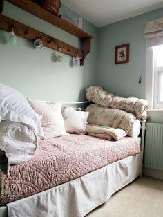 A Cottage in Totteridge: Bedroom Pretty Bedroom, Bedroom Green, Dream Bedroom, Teresas Green, Farrow And Ball Bedroom, Black And White Tiles Bathroom, Bathroom Colors, Bathroom Ideas, Spare Room