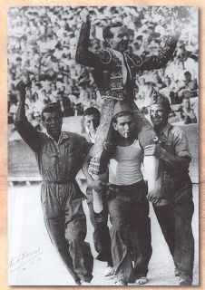 Domingo Ortega en hombros de milicianos de la Guerra Civil #toros #fotografia