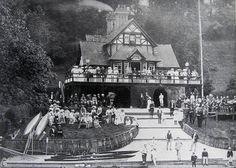 Pengwern Boathouse, Regatta Day Circa 1920. River Severn, Shrewsbury, Shropshire. Shrewsbury England, Shrewsbury Shropshire, European Holidays, New Hospital, Medieval Town, Old Buildings, British Isles, Old Pictures, Great Britain